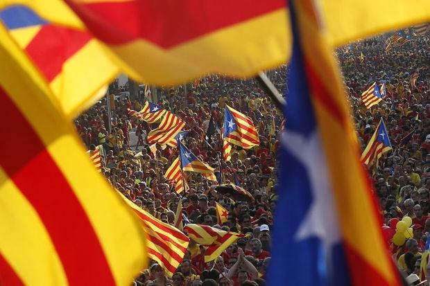Catalogne: le président promet un référendum sur l'indépendance dans l'année https://t.co/rLrdnETRTI https://t.co/jDGNLYaZDV