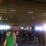 Ferraz cierra su sede e invita a los periodistas a abandonarla (en mi caso, en pleno cierre). Por el garaje. https://t.co/qkeXctY1Wl