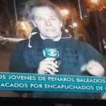 """""""Campera azul"""". Muy fuerte. Seguro que eran hinchas de Emelec, Vélez o Cruzeiro que andaban por Santa Lucía. https://t.co/is1MB3OJIj"""