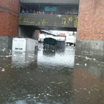 """""""@iturriag: En salida C49 de la Central de Abastos Iztapalapa #CDMX hay varias camionetas inundadas hasta la mitad. https://t.co/1Yst9u2okg"""