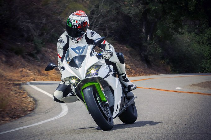 Autoblog @TheRealAutoblog: Energica to install chargers, guarantee 50% trade-in value https://t.co/ljhdKQuZNJ https://t.co/MhcmpaioBq