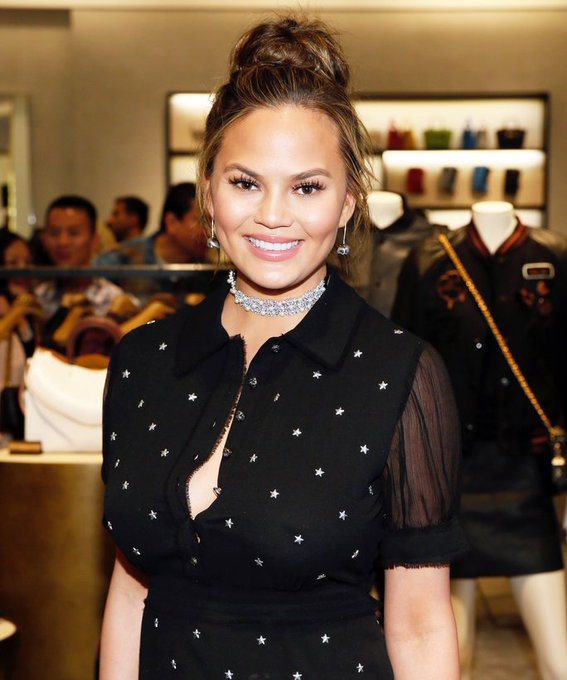 InStyle @InStyle: .@ChrissyTeigen's latest hair color makeover is total fall perfection: https://t.co/JM5m45VIBA https://t.co/umCulrE7Mt