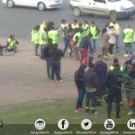#AHORA: Empleados cooperativistas comienzan a agolparse frente al palacio comunal en reclamo de sueldos adeudados. #Cambiemos #LaPlata https://t.co/htHpfNnCqR
