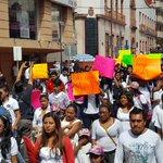 Protestan alumnos de la UAGro en #Chilpancingo; exigen justicia por el asesinato de dos estudiantes https://t.co/bjXwX6HAa4