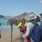Personal de @pcivilacapulco colocó banderas rojas en playas de la zona Dorada por fuerte oleaje. https://t.co/KqqHOCykoM