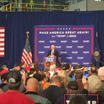 Gov Mike Pence takes the stage to cheers from the hundreds of supporters in the crowd @fox43 https://t.co/H8H25FeOIq