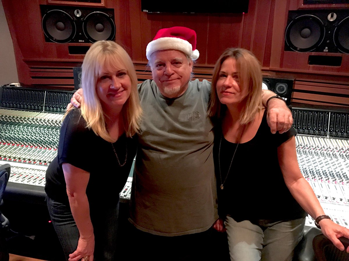 Early Christmas present--singing on @TheEmptyHearts holiday tune with the fab @edstasium at the helm. https://t.co/ZTimLwUry5