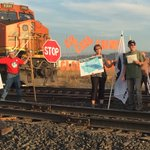 Protesters are blocking the BNSF tracks again. Theyre speaking out against oil trains. https://t.co/zrb9cNXlOT