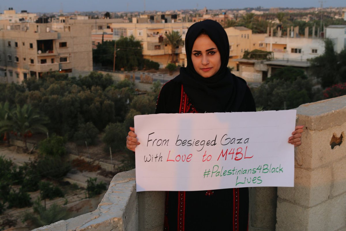 In photos: #Palestinians4BlackLives messages from Gaza #WomenToGaza https://t.co/UTX0VpE7Ly https://t.co/4WJUdRnb8e