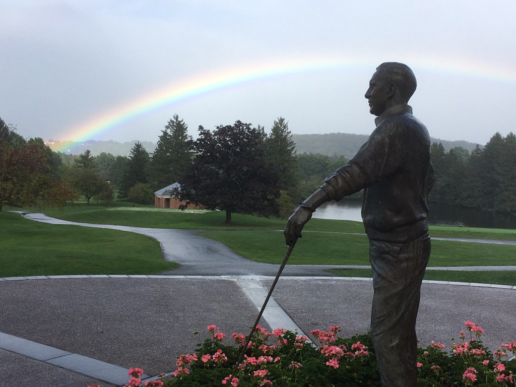 On the day of Arnie's funeral.  Amazing picture of his statue at Laurel Valley https://t.co/NeBbYL4VzY