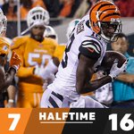 HALFTIME: @MiamiDolphins: 7 @Bengals: 16 #MIAvsCIN #TNF https://t.co/mVZj901Cyo