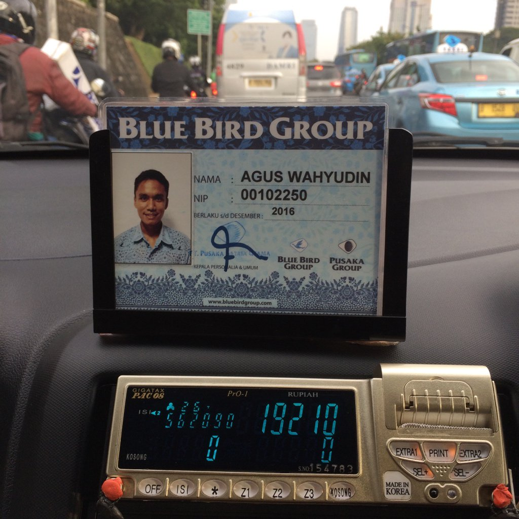 "Sopir BlueBird ini menyediakan minuman, tisu dll gratis utk penumpangnya. ""Biar nggak kalah sama Uber dkk."" https://t.co/tFokD1XoI0"
