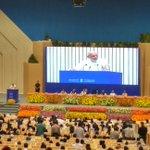 श्री @narendramodi: आजकल राजनेता एवं राजनैतिक पार्टियां पीछे रह गए हैं, जनता आगे निकल गयी है। #INDOSAN @PMOIndia https://t.co/XXj39n8tcK