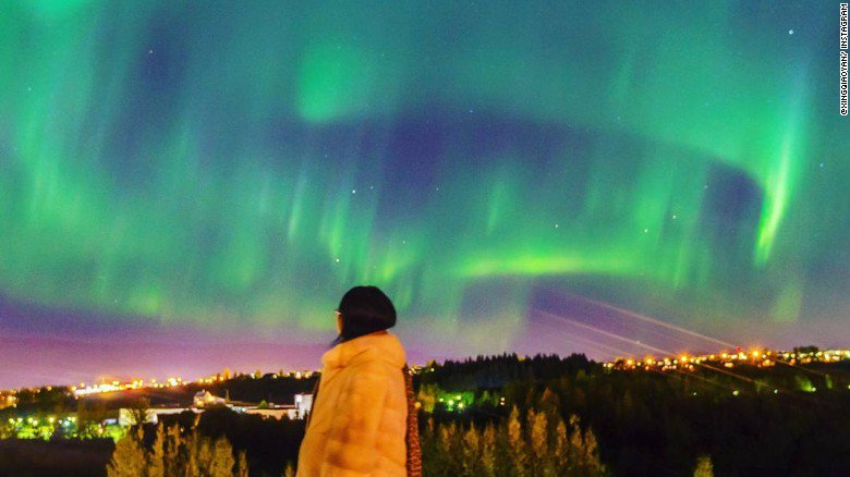 Iceland's capital city plunged into darkness so people could view a stunning Northern Lights display… https://t.co/q5QuvAee8P