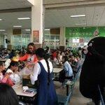 【惜しい】中国の大学に何かがおかしいくまモンが… https://t.co/IvpE0Ig4oj 男子学生が恋人へのサプライズとしてくまモン姿で登場。写真をよく見ると、スニーカーを履いた人間の足が…。 https://t.co/ySKVUo79aq