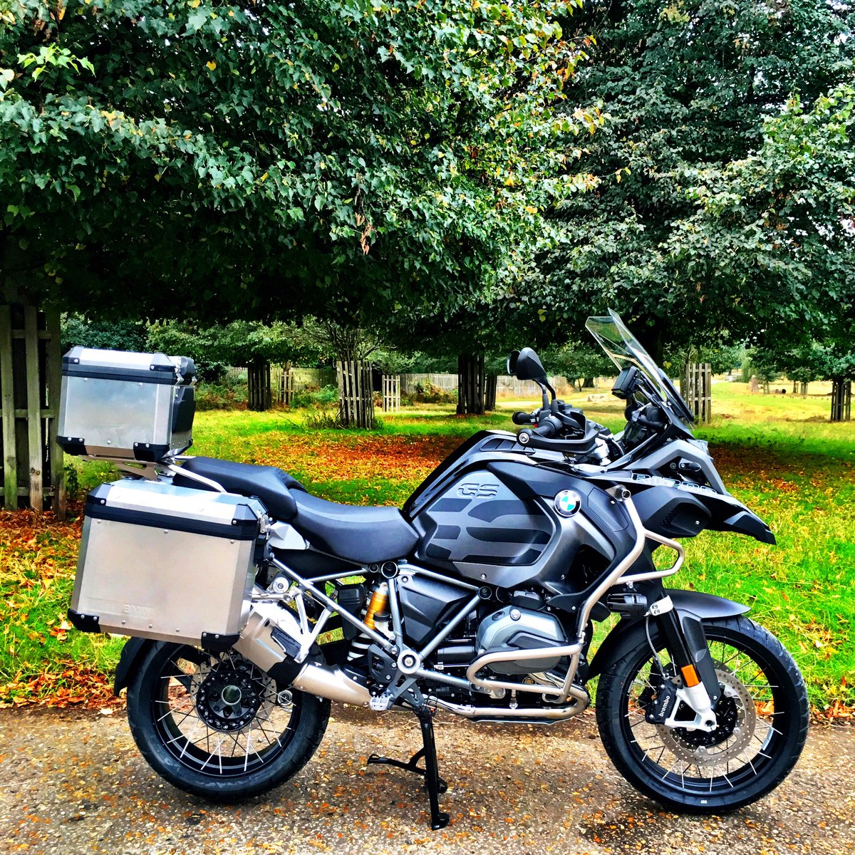 Brand new triple black BMW1200GS stolen in West London at 1.30pm this afternoon Reg begins GC11 https://t.co/hHzl1Dohmb