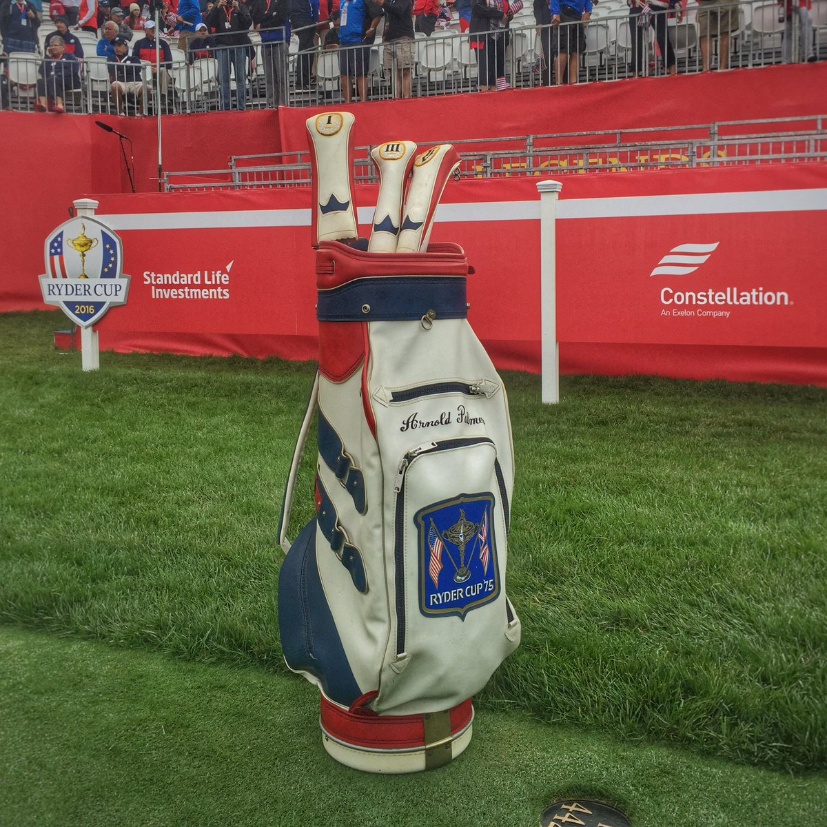 For those asking, it's a 1975 @rydercup bag of Arnold Palmer's on the first tee. Great touch. https://t.co/l2nqXXbA5K