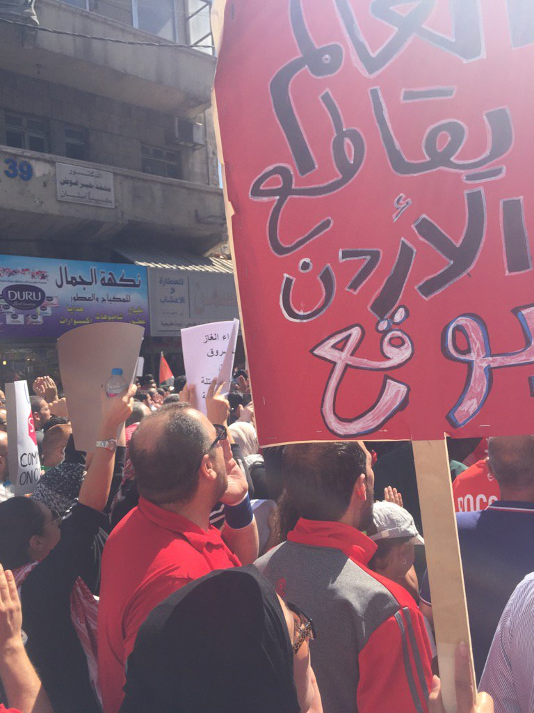 Protest in #jordan against govt decision to import gas from Israel https://t.co/riMwBjzpKr