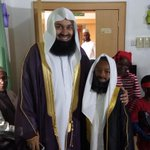 @muftimenk meets little Mufti Menk. MashaAllah #muftimenkKD #islam is beautiful. https://t.co/KHDJtsApES