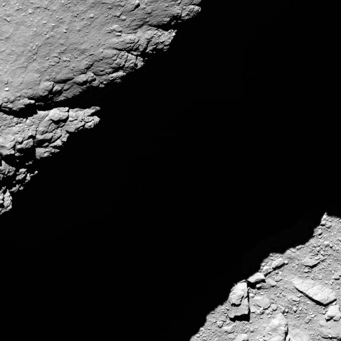 Incredible view 1.2 km from the surface! #CometLanding https://t.co/BMzkfFMKp4 https://t.co/N5riAfHxEV
