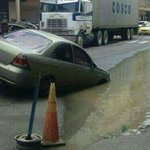 #ProvinciasPA Auto queda atascado en un hueco en la ciudad de Colón https://t.co/kiSaOQhwIS https://t.co/0Khk9K0fh5