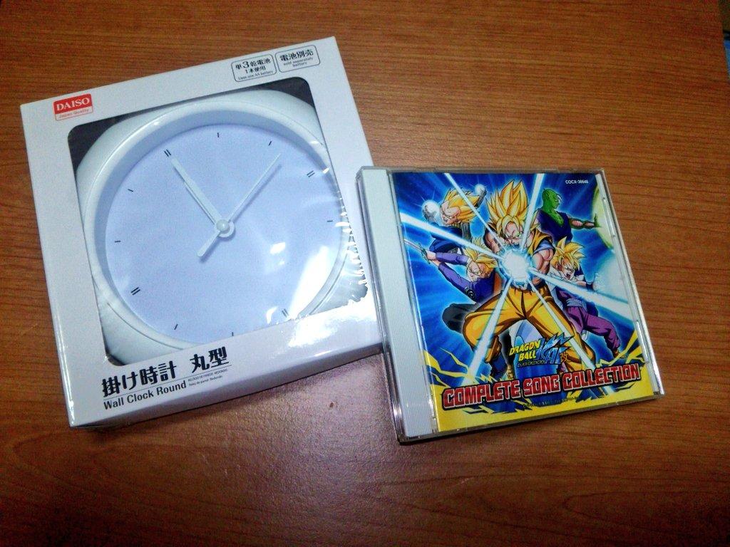 ダイソーの100円時計にCDハメるヤツ、さっそく真似してみた。スゲェスゲェ、どんなCDでもあっという間にオサレクロックに変身ですよ…!楽しい!! https://t.co/AJ9GFfobcT