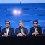 """Macri con intendentes: los peronistas cantaron """"Presente"""" aunque les pidieron el DNI https://t.co/Inxy2wSR8K https://t.co/3fjdsfJrPq"""