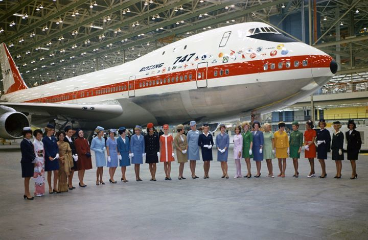 ¿Sabías qué...? Un día como hoy, pero de 1968, el Boeing 747 realizó su ceremonia de presentación.  ¡Feliz viernes! https://t.co/8iWORPdgfr
