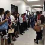 Trabajadores de Soho Mall esperando para reunirse con el ministro de trabajo. https://t.co/oPM5fugwd0
