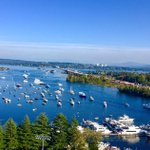 Its a beautiful day for Sailgating on Lake Washington. #GreatestSetting https://t.co/XBVC36rYs9