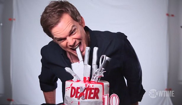 #Dexter10 - Michael C. Hall Cuts the 10th Anniversary Cake! [Video] https://t.co/4cXTRKoLZ5 #Dexter https://t.co/OFPt7TG7wA