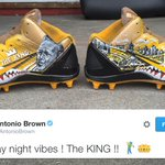 Antonio Browns cleats feature a tribute to Arnold Palmer. (via @AntonioBrown) https://t.co/OCKLQBlMhV