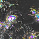 #ATENCION Huracán #Matthew alcanza categoría 5, espere comunicado especial #28 en minutos https://t.co/Qv9nA03FeU