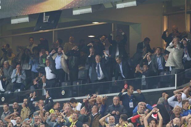 Çok iyi fotoğraf! Feeynoord maçı, Lens'in kaçan golü... https://t.co/m4sgsjROjZ