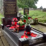 Duncan Edwards grave #Dudley. This week - showing he is still remembered by family, fans & friends. Wouldve been 80 today! #mufc #football https://t.co/QJrnLJQMTQ