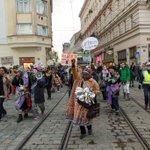 @femkrawall Krawallfeministischer Spaziergang mit Polizeibegleitung oder Versuchsanordnung Demo Linz HP ab 17.30 https://t.co/Gak037hEcP