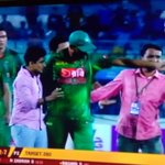 respect to our leader! its amazing the way he tackled it! #fans #Mashrafee #BANvAFG @BCBtigers https://t.co/2RBTUWjicq