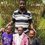 Obliger ces enfants ils sont née avant lui cest pas possible ptdr https://t.co/bdtFsHbiST
