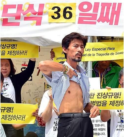 뒤에서 처먹었죠RT @hamunhong: 36일째 단식한 사람은 서있는데 5일째 단식한 사람은 누워 있습니다. 신념과 진정성이 없어서 그래요. https://t.co/iHmt7OdtsI