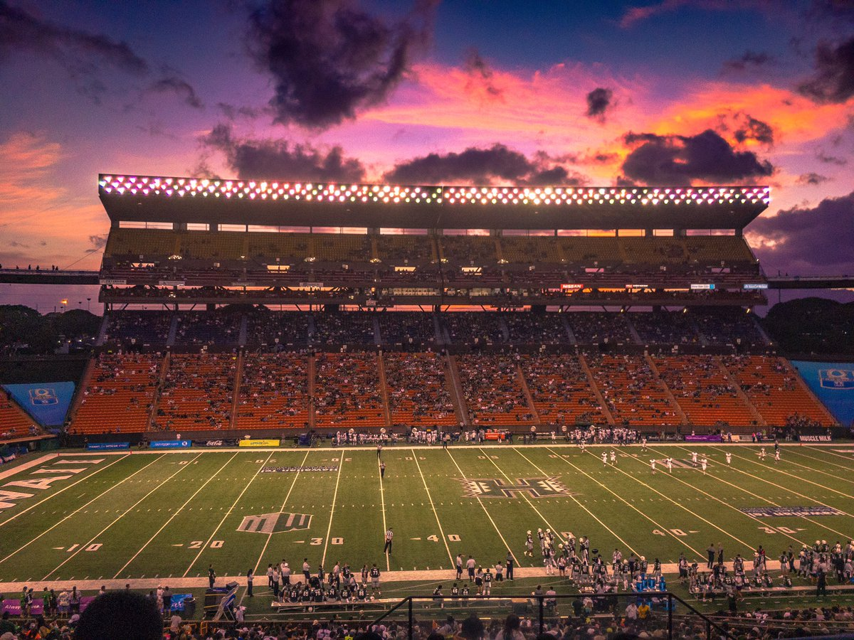 Tonight's #HawaiiFB sunset, shot and edited with @Lightroom mobile. https://t.co/xjdBzLTkbl