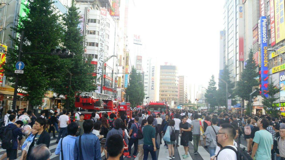 秋葉に大量の消防車きた https://t.co/MTLx2yLfM1