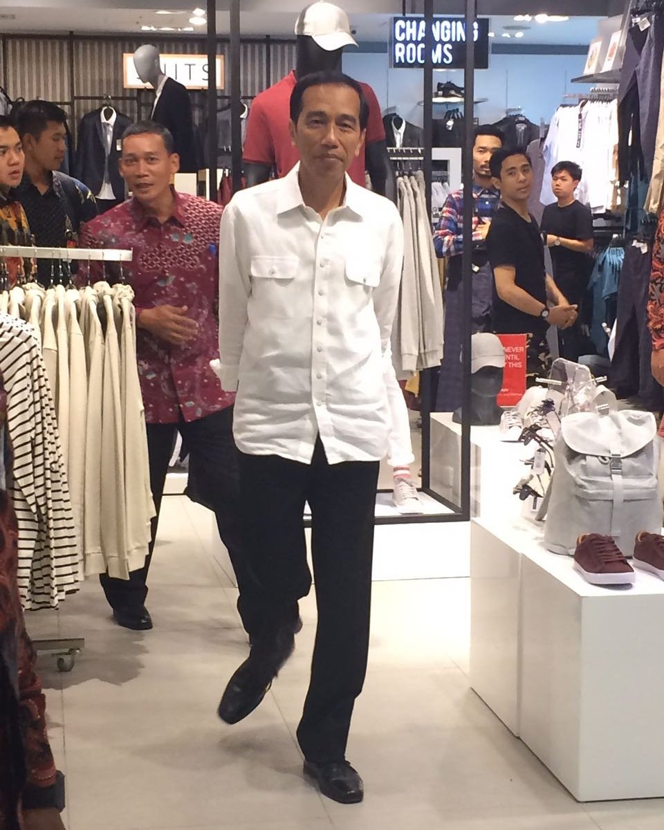Hello Mr. President.. Welcome!  Hope you enjoy shopping at Grand Indonesia sir! https://t.co/6lnQm2tw7m