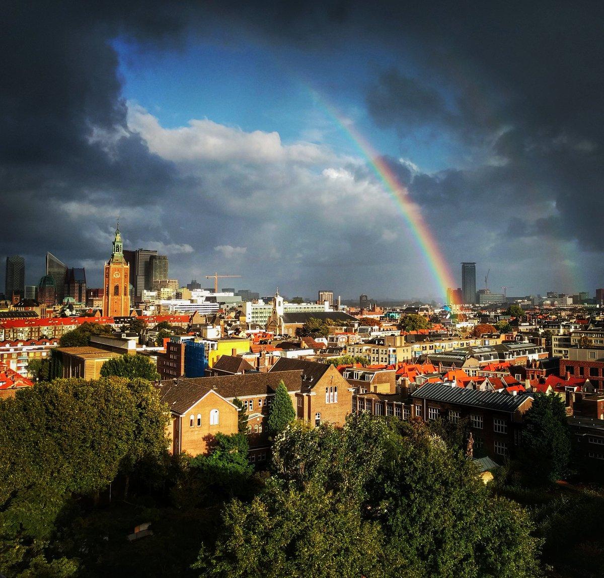 Uitslover regenboog #TheHague #DenHaag #skyline #evening #colors #regenboog #rainbow https://t.co/Po51JP2MXG