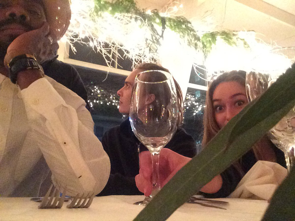 Enjoy tonight's Season Finale. #FearTWD @DebnamCarey #frankdillane and a nice wine glass to toast you! https://t.co/CjB8DrMSpf
