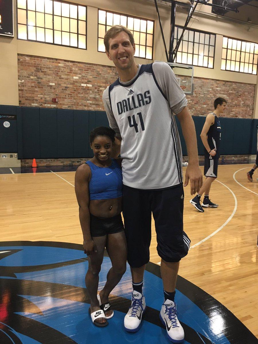 ¿Cuánto mide Simone Biles? - Real height CtyzmiFVUAAHhY-