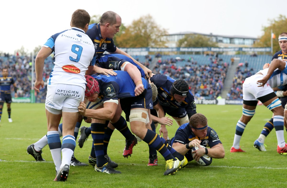 .@leinsterrugby's front row showing us how it's done. Now time for a big forty from #LeinsterBlue! https://t.co/dgOcDjo80q