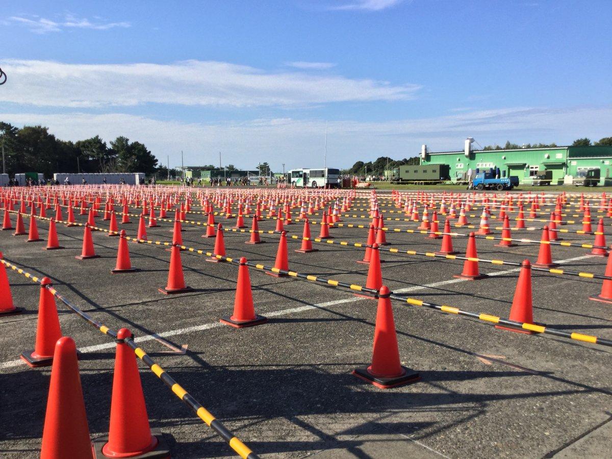 浜松基地航空祭恒例、地獄のバス停 https://t.co/A0D62YYYBK
