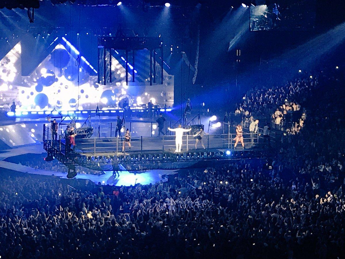 Night 4 // @justinbieber // London... Done. #PurposeTour https://t.co/yu9Wd33ney