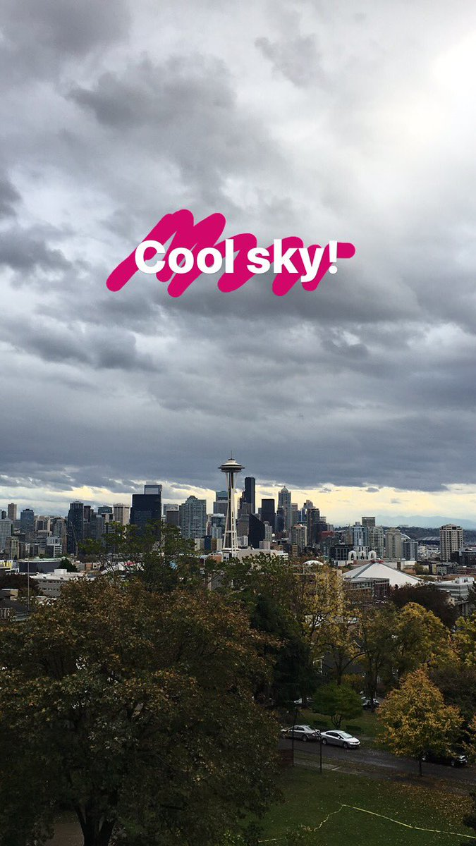 Still waiting for #seattlestorm to roll in, but in the meantime, get a load of the dramatic sky! https://t.co/6xvPFtOJ0E