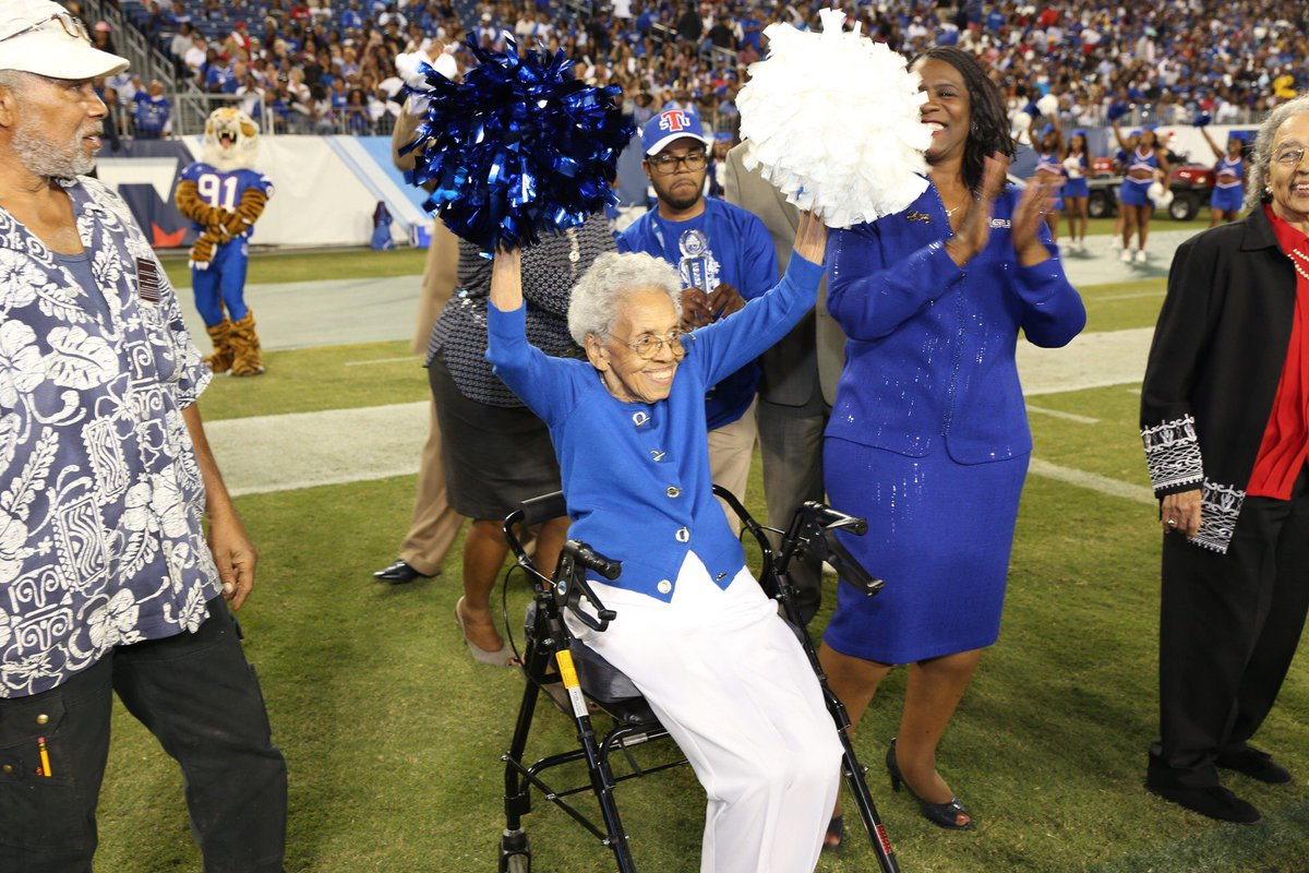 101 year old former TSU cheerleader, Burnece Brunson accepts 2016 Grand Marshall award at TSU Homecoming. https://t.co/cXJQS2aUoQ